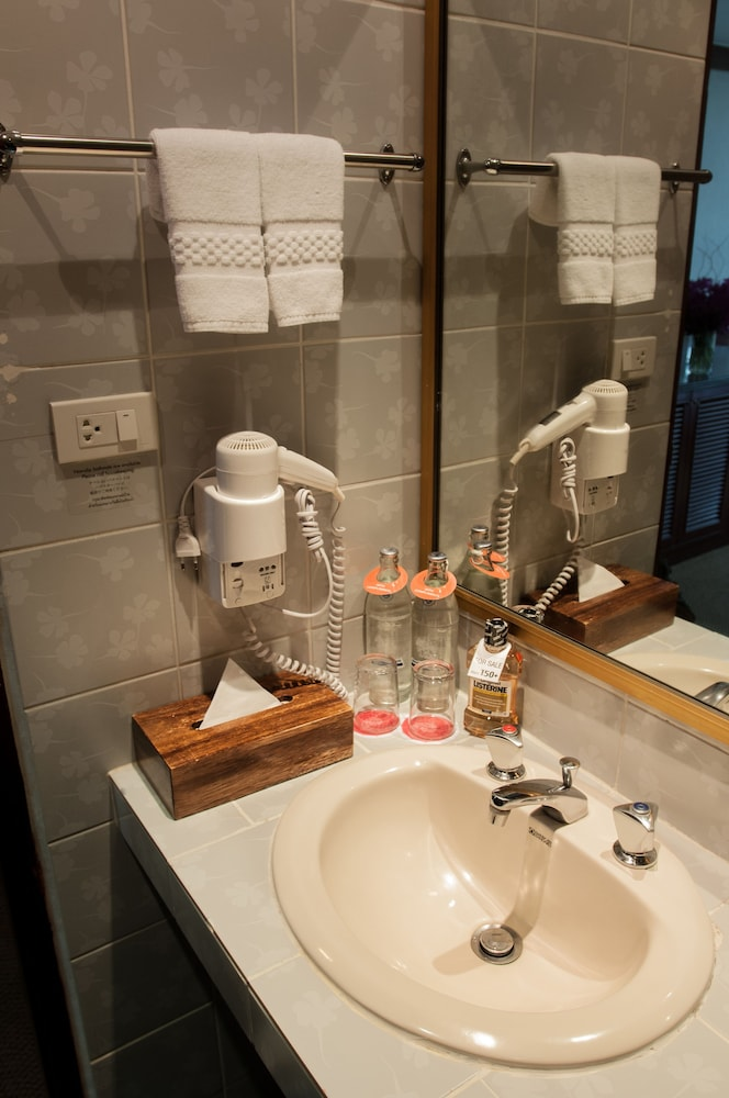 시티 로지 소이 9(City Lodge Soi 9) Hotel Image 35 - Bathroom Sink
