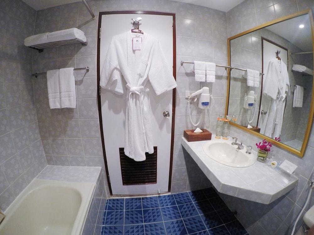 시티 로지 소이 9(City Lodge Soi 9) Hotel Image 32 - Bathroom