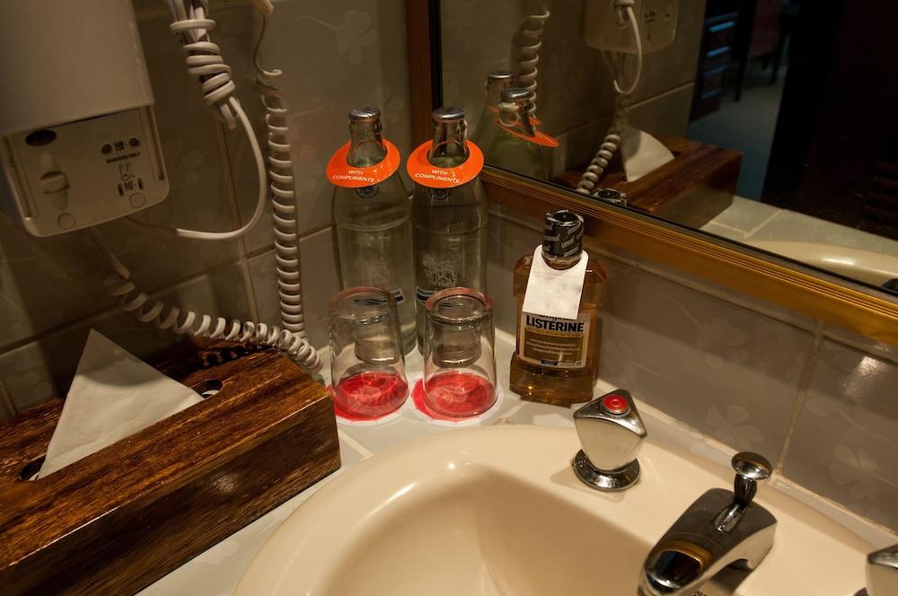 시티 로지 소이 9(City Lodge Soi 9) Hotel Image 33 - Bathroom