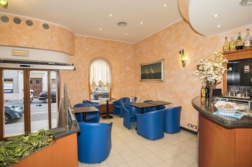 __{offers.Best_flights}__ Hotel Italia