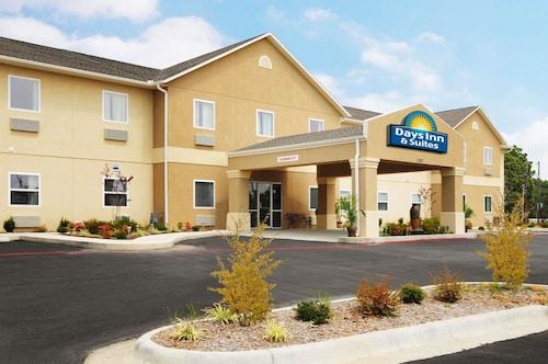 . Days Inn & Suites by Wyndham Cabot
