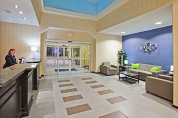 Holiday Inn Express Hotel & Suites Okmulgee photo