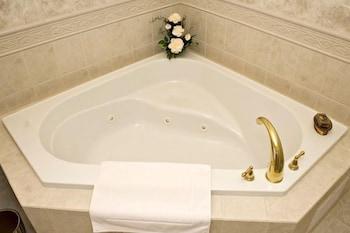 https://i.travelapi.com/hotels/3000000/2820000/2816800/2816761/b87ac993_b.jpg