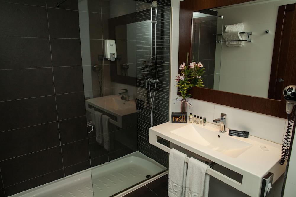 호텔 타츠 마드리드 에어포트(Hotel Tach Madrid Airport) Hotel Image 20 - Bathroom