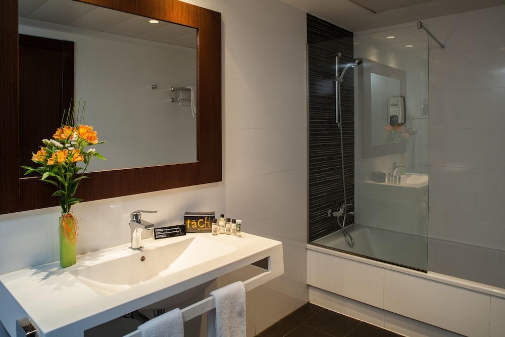 호텔 타츠 마드리드 에어포트(Hotel Tach Madrid Airport) Hotel Image 22 - Bathroom