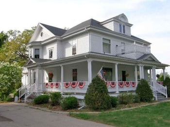 Lindsay House Bed and Breakfast photo