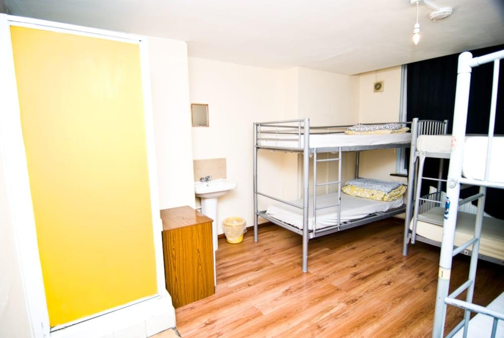 Basic Shared Dormitory, Shared Bathroom (6 Bed Female Dorm)