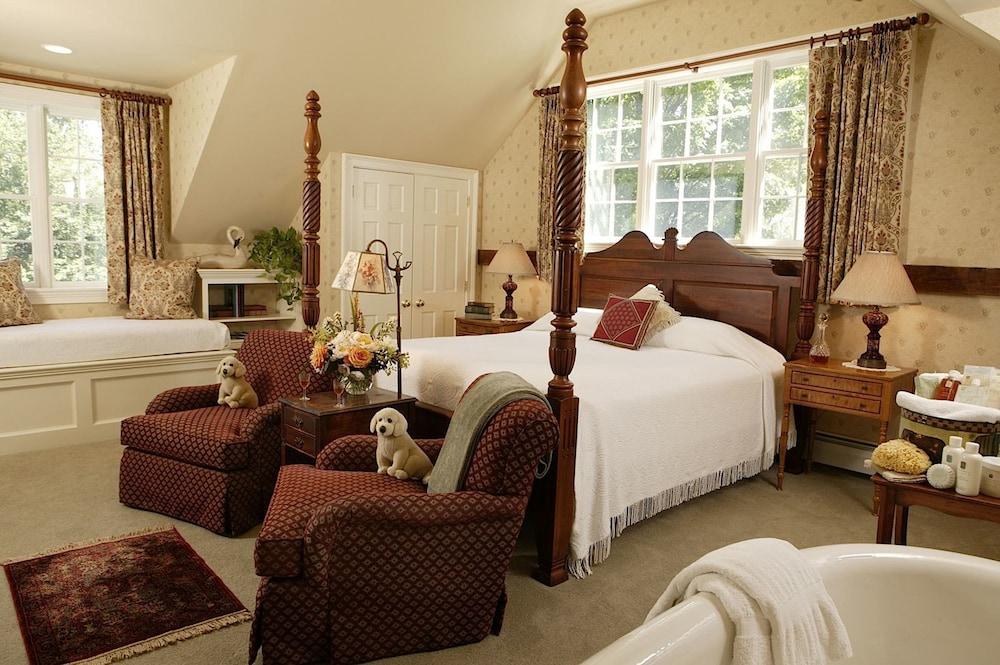 https://i.travelapi.com/hotels/3000000/2840000/2832200/2832177/f27a0071_z.jpg