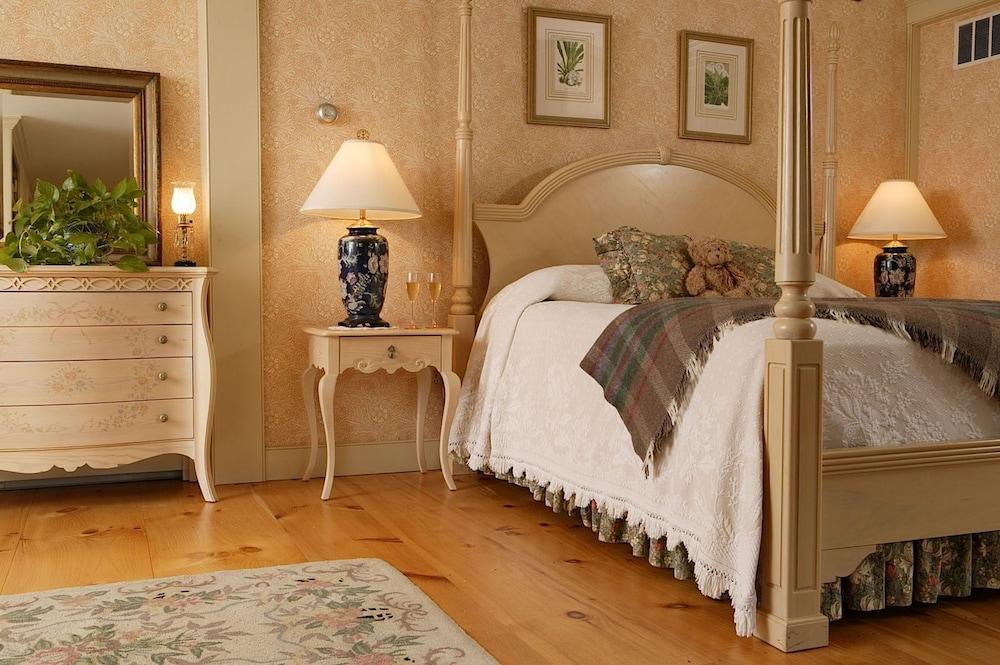 https://i.travelapi.com/hotels/3000000/2840000/2832200/2832177/ffc36826_z.jpg