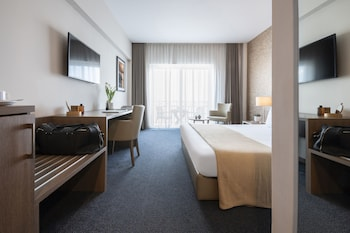 Superior Double or Twin Room, Partial Sea View