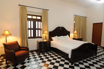 Junior Suite, 1 King Bed (Colonial)