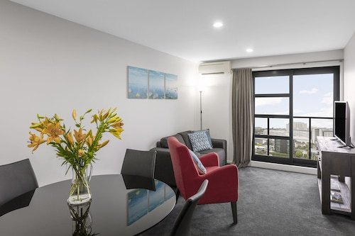 Waldorf St Martins Apartments Hotel, Waitakere