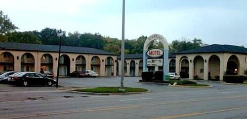 Stardust Motel, Dupage