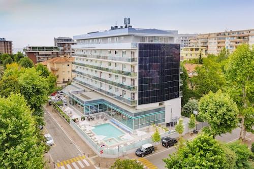 . Aqua Hotel