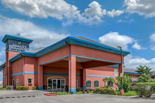 . Quality Inn & Suites at The Outlets Mercedes/Weslaco