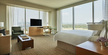 Studio Suite, 1 King Bed (Riverfront)