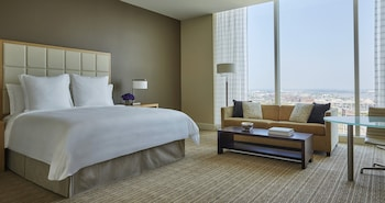Grand Room, 1 King Bed, Accessible, City View