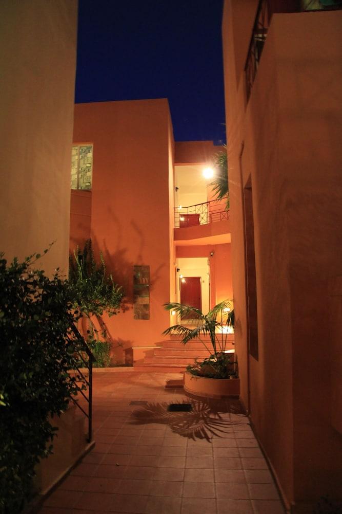 엘로샤 호텔(Elotia Hotel) Hotel Image 20 - Property Grounds