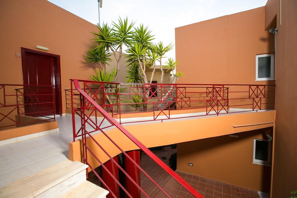 엘로샤 호텔(Elotia Hotel) Hotel Image 30 - Exterior