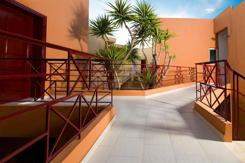 엘로샤 호텔(Elotia Hotel) Hotel Image 29 - Exterior