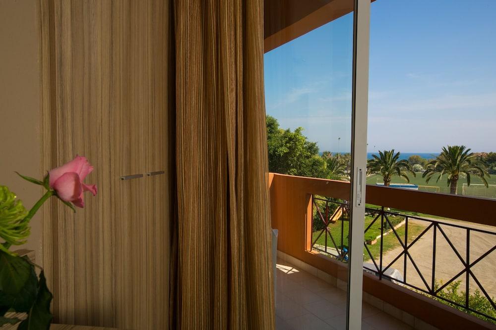엘로샤 호텔(Elotia Hotel) Hotel Image 13 - Guestroom View