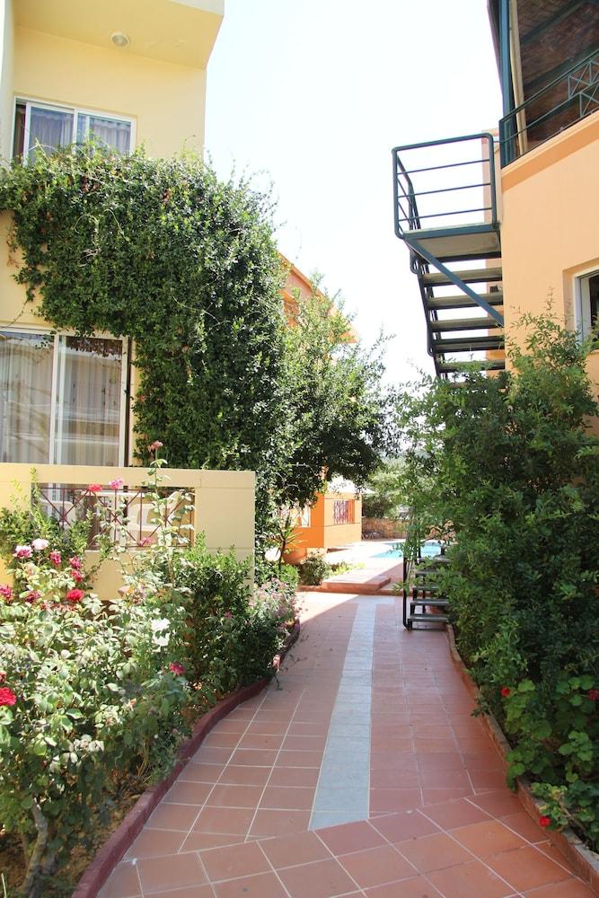 엘로샤 호텔(Elotia Hotel) Hotel Image 21 - Property Grounds