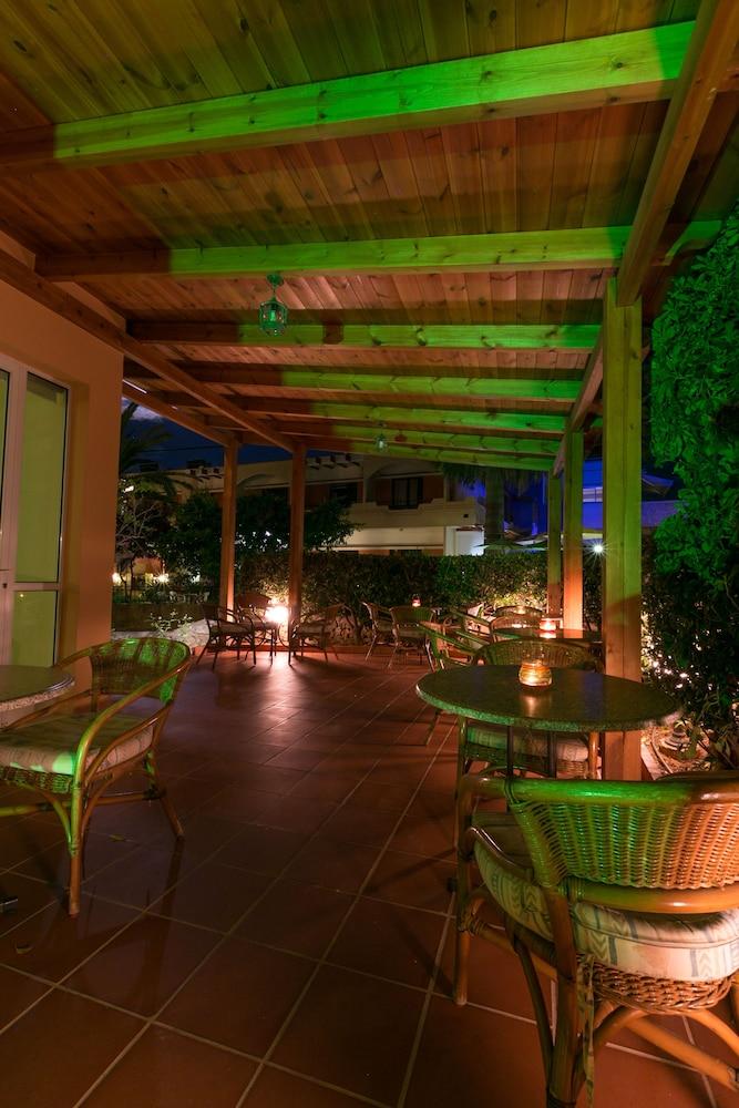 엘로샤 호텔(Elotia Hotel) Hotel Image 26 - Outdoor Dining