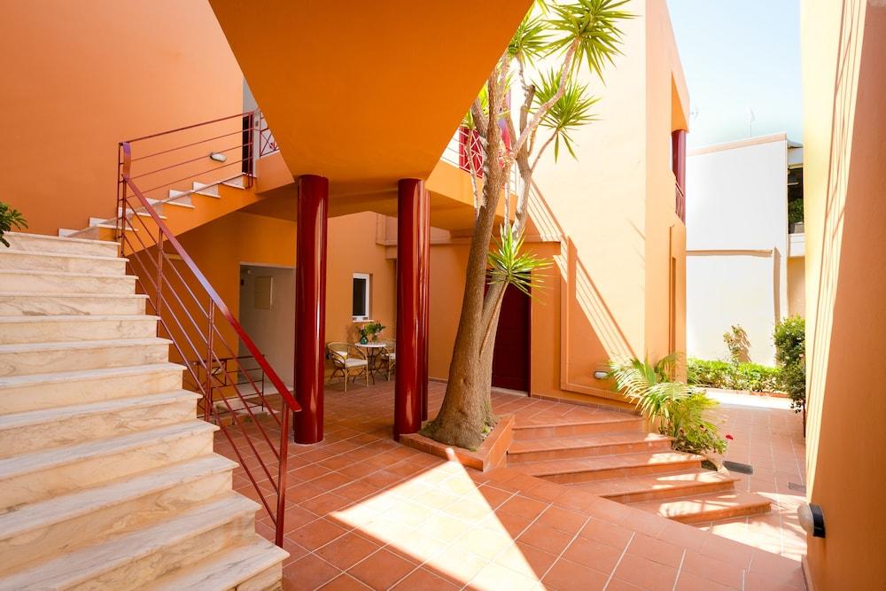 엘로샤 호텔(Elotia Hotel) Hotel Image 28 - Terrace/Patio