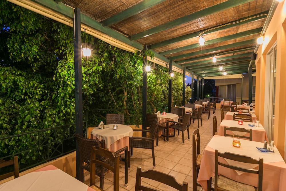 엘로샤 호텔(Elotia Hotel) Hotel Image 23 - Outdoor Dining