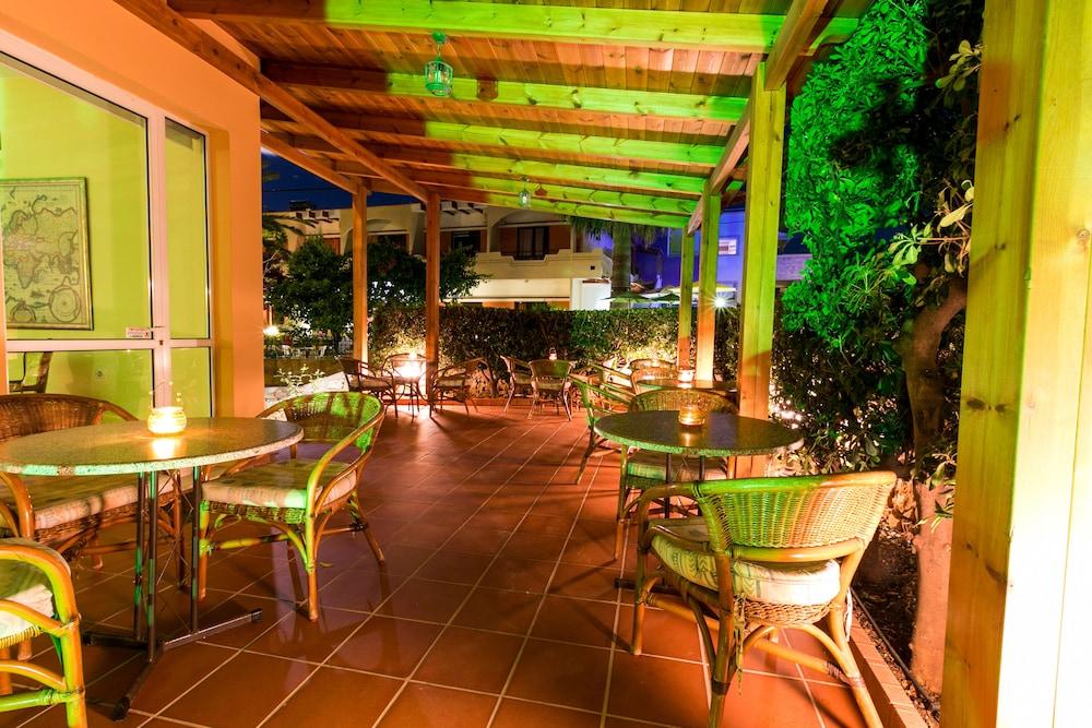엘로샤 호텔(Elotia Hotel) Hotel Image 25 - Outdoor Dining