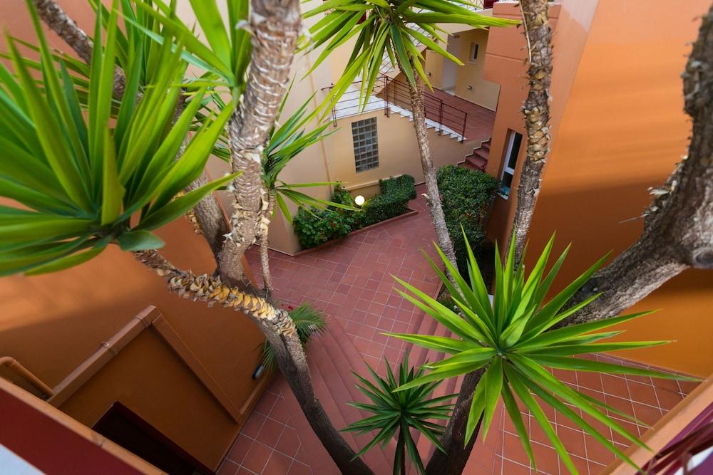 엘로샤 호텔(Elotia Hotel) Hotel Image 27 - Terrace/Patio