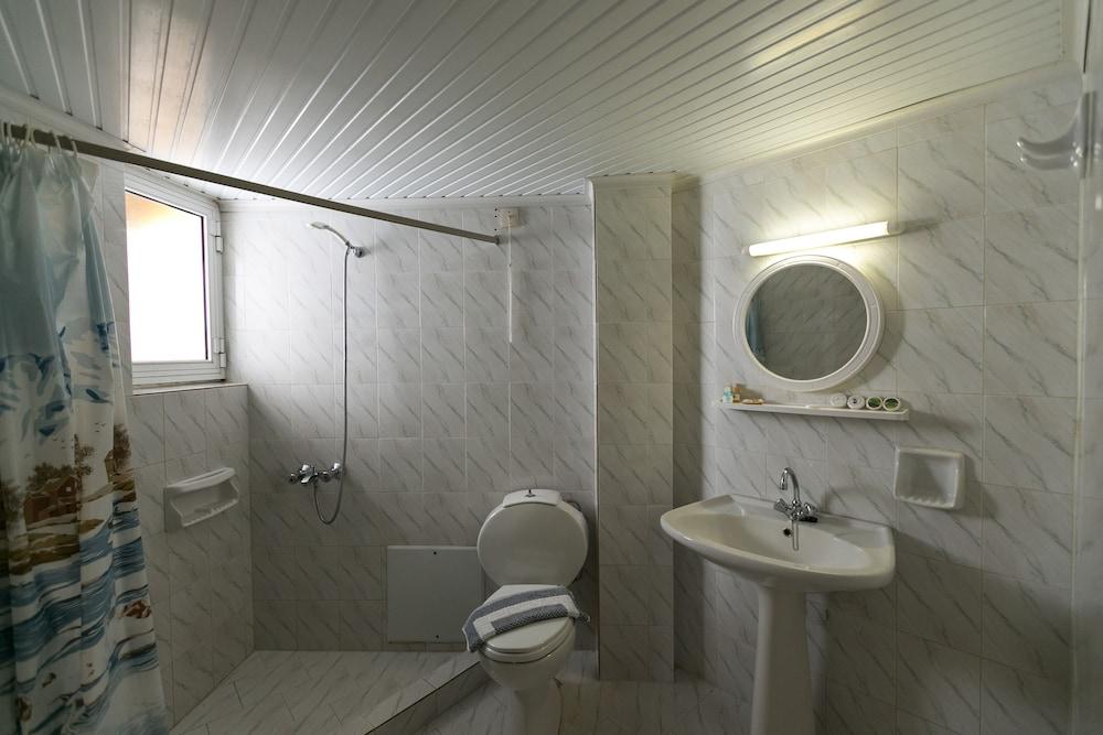엘로샤 호텔(Elotia Hotel) Hotel Image 14 - Bathroom