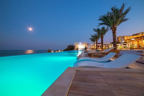 . INTERNATIONAL Hotel Casino & Tower Suites