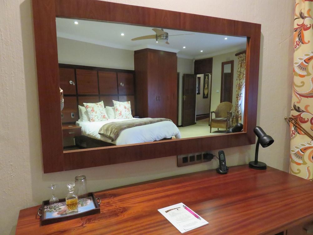 https://i.travelapi.com/hotels/3000000/2870000/2861300/2861219/34943073_z.jpg