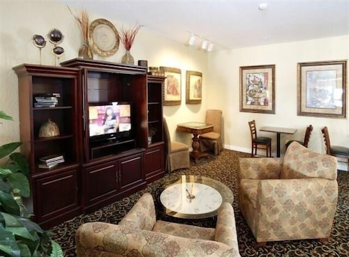 GrandStay Residential Suites Hotel, Rice
