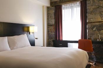 Standard Room, 1 Queen Bed (Small)