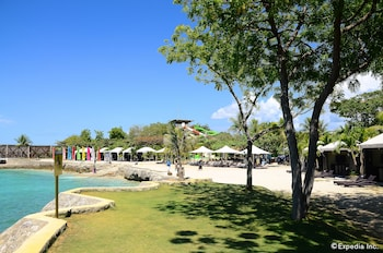 Jpark Island Resort & Waterpark Cebu Beach