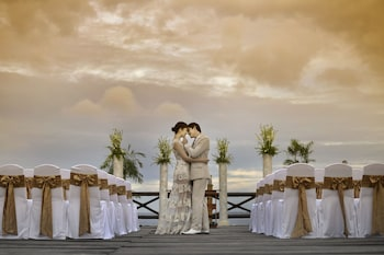 Jpark Island Resort & Waterpark Cebu Outdoor Wedding Area