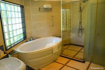 Jpark Island Resort & Waterpark Cebu Bathroom Amenities