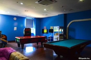 Jpark Island Resort & Waterpark Cebu Game Room