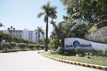 Jpark Island Resort & Waterpark Cebu Hotel Front