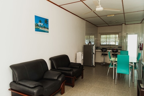 Hide Away Holiday Apartments,