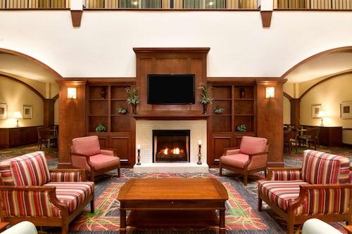 . Country Inn & Suites by Radisson, Braselton, GA