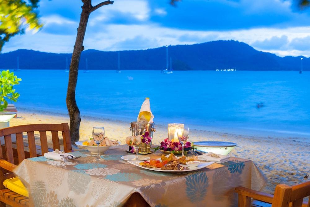 바이 더 씨(By the Sea) Hotel Image 30 - Couples Dining
