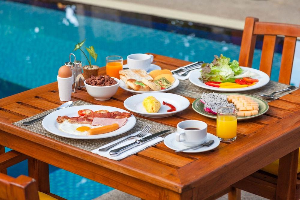 바이 더 씨(By the Sea) Hotel Image 35 - Outdoor Dining