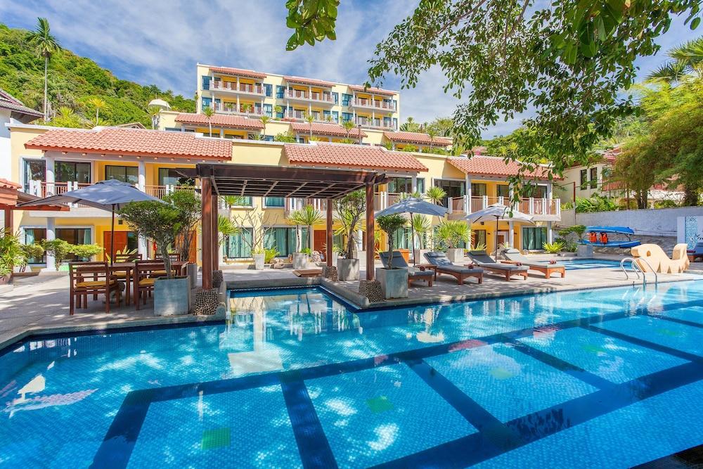 바이 더 씨(By the Sea) Hotel Image 17 - Outdoor Pool