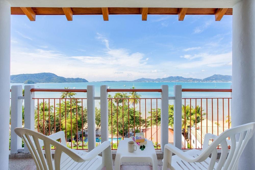 바이 더 씨(By the Sea) Hotel Image 10 - Terrace/Patio