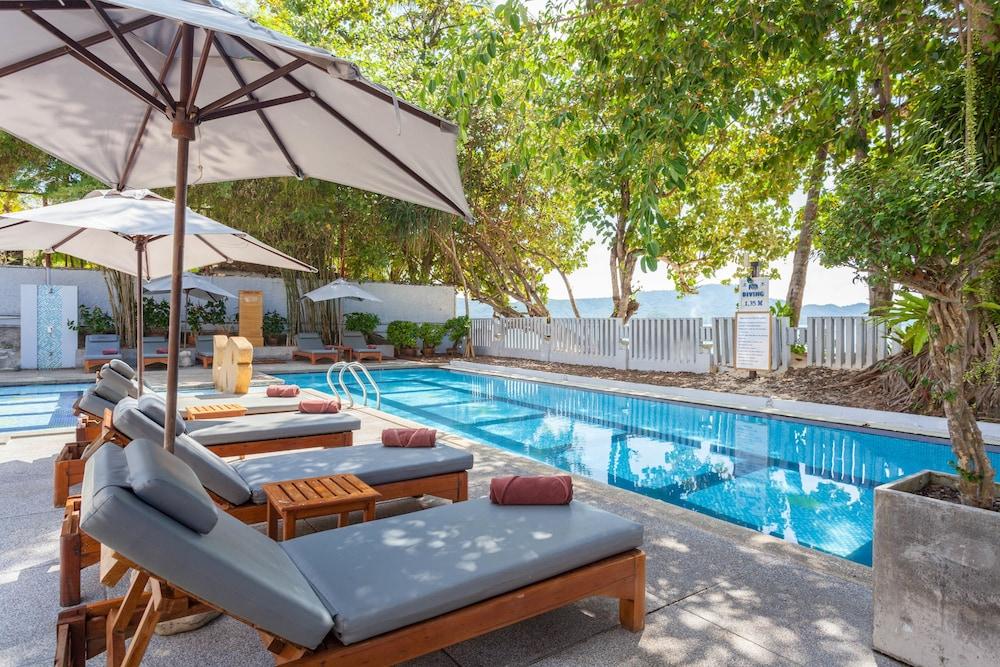 바이 더 씨(By the Sea) Hotel Image 21 - Outdoor Pool