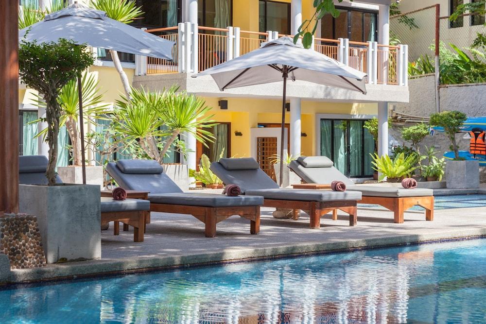 바이 더 씨(By the Sea) Hotel Image 18 - Outdoor Pool