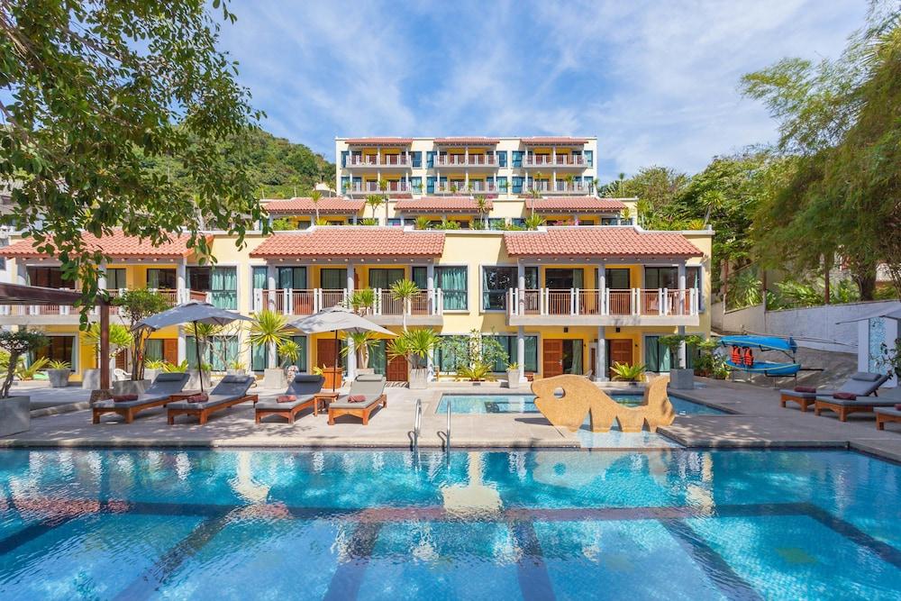 바이 더 씨(By the Sea) Hotel Image 16 - Outdoor Pool
